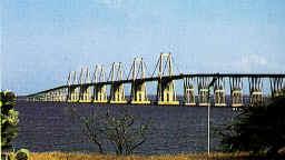 20061021032651-puentelag3.jpg