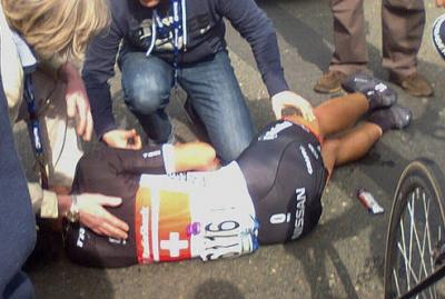 Domingo 1ro de Abril pasara a la historia negra del ciclismo Mundial por las caidas