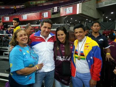 Tricampeón mundial de paraciclismo  Víctor Hugo Garrido Márquez, compartió con el publico Venezolano y  la Ministra del  Deporte, Alejandra Benítez