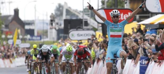 Vincenzo Nibali sorprende, gana la segunda etapa del Tour de Francia y se viste de líder