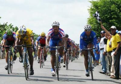 Jesús Pérez reconquista el liderato y Arturo Corvala se adueña de la quinta etapa