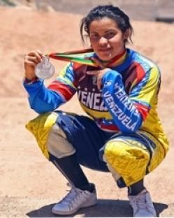 Criolla Stefany Hernández obtuvo subcampeonato de bicicross en Chile