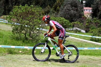 Latinoamericano Short Track 'SHIMANO' para Viviana Maya
