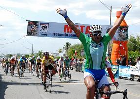 Pedalista Deivi Capellan gana la III Etapa de la XXXII Vuelta Independencia.