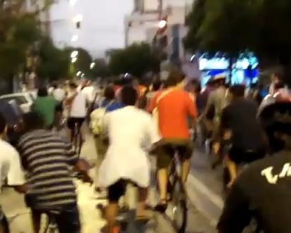 Hombre atropella a ciclistas en Brasil porque no le cedían el paso