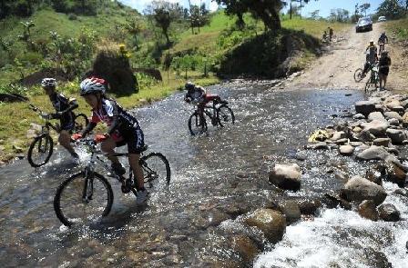 4.000 Ciclistas en la Vuelta al Lago Arenal en Costa Rica