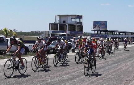"""Todo un Exito Clasico Ciclistico Comisión Promotora de los Juegos Deportivos Nacionales 2011"""" realizado en la Ciudad de San Carlos"""