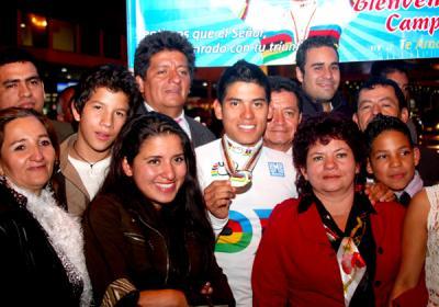 Edwin Ávila, campeón del mundo, regresó a Colombia