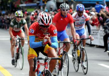 Uruguayo Emanuel Yanes gana la 3ra Etapa y Álvaro Tardáguila nuevo lider de la 68 Vuelta Ciclista de Uruguay