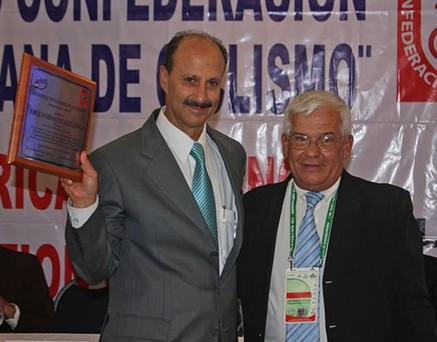 La Copaci rinde homenaje a Jorge Ovidio González Presidente de la Federacion Colombiana de Ciclismo