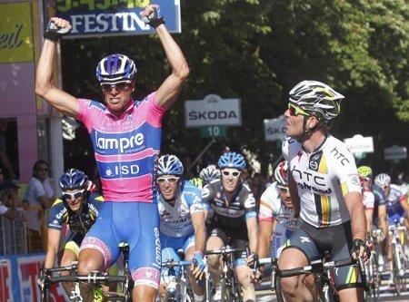 Petacchi gana en el primer sprint la II etapa del Giro de Italia