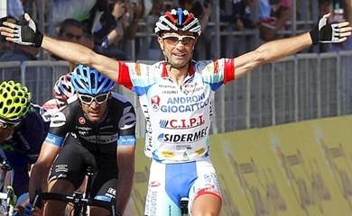 El español Ángel Vicioso, del Androni gana la 3ra etapa del Giro y llora por Weylandt