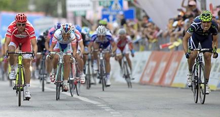 Ventoso sorprende a Petacchi en la 6ta etapa del Giro y Weening sigue líder