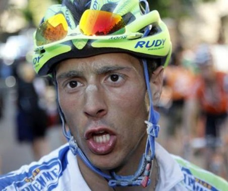El italiano Capecchi gana la etapa 18 del Giro y contador sigue Lider