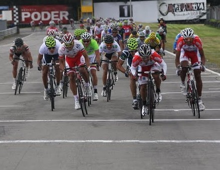 John Fredy García ganó la primera etapa de la Vuelta a Cundinamarca en el Autódromo Tocancipá