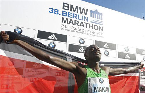 El keniata Patrick Makau pulveriza el récord del mundo de maratón en Berlín