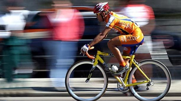 Ciclista continúa periplo hacia Caracas por la salud del Presidente Chávez