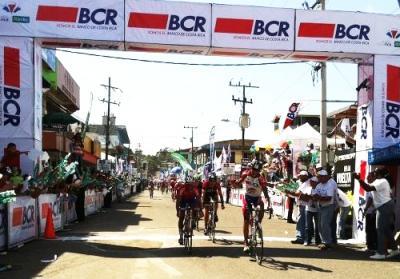 Pablo Mudarra del Bcr Pizza Hut gana la 6ta etapa de la Vuelta a Costa Rica y Gregory Brenes sigue lider
