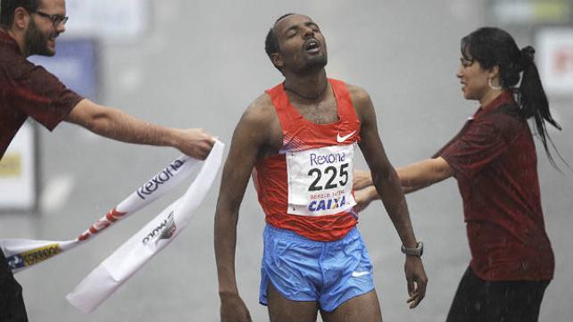Etíope Tariku Bekele y la keniana Jeptoo ganan la media maratón de San Silvestre