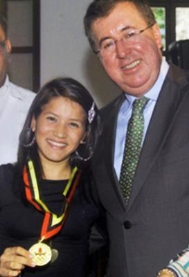 Gobernador del Tachira impuso Orden de Honor al Merito Deportivo a Ciclista Liliberth Chacon
