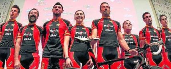 Selección española de ciclismo presenta su uniforme