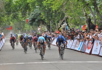 Italiano Francesco Chicchi (Omega Pharma) gana la I Etapa del Tour de San Luis en la Raya
