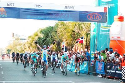 Español Diego Milán gana 1ra etapa de la Vuelta Independencia Nacional y es el Lider