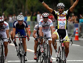 Argentino Francisco Chamorro gana tercera etapa de Rutas de América
