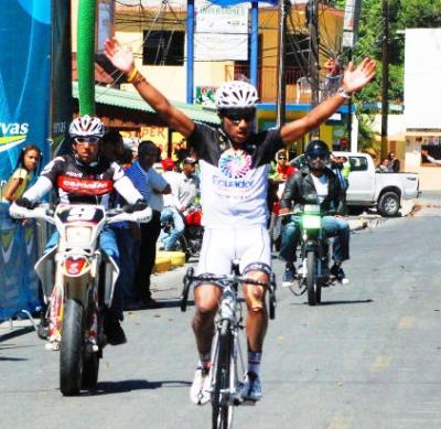 Ecuatoriano Segundo Navarrete gana la 6ta etapa de la Vuelta Independencia, e Ismael Sánchez nuevo Lider