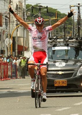 Juan Pablo Villegas (472 - Colombia es Pasión) gana la 1ra Etapa de la Vuelta al Valle y se mantiene de Lider