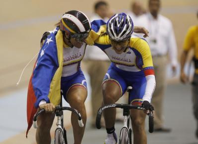 Venezolanas Daniela Larreal y Maristhela Vilera oro en la velocidad por equipos del Panamericano de ciclismo,