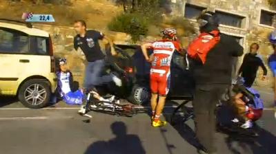 El colombiano Carlos Quintero sufre una caída en la Milán-Sanremo y se fractura el Húmero
