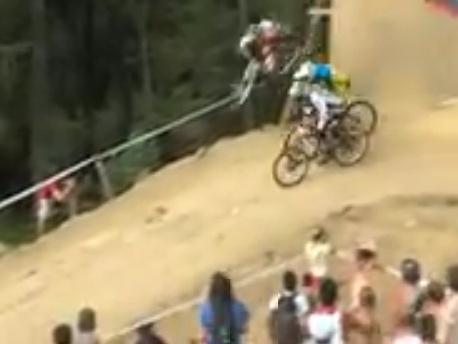 Vídeo: ¿Sera esta la mayor maniobra de adelantamiento en la historia del ciclismo ?