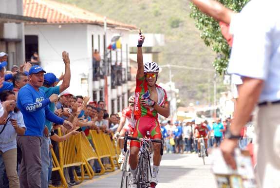 Andrés Soto (Gob de Trujillo) ganó la segunda etapa de la Vuelta a Trujillo y es el nuevo líder/ Resultados Completos + Fotos