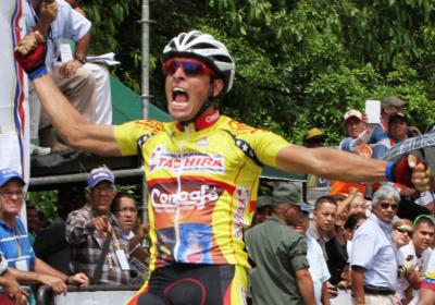 Jorge Abreu cruzó primero en Barinitas/ Jonathan Salinas del Kino Táchira  Líder de la Vuelta a Venezuela + Fotos