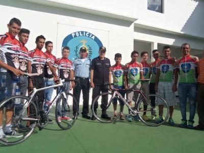 Equipo de Trujillo listo para la Vuelta / Gobernación-Policía-Emcontru y Café Flor de Patria-Emastru