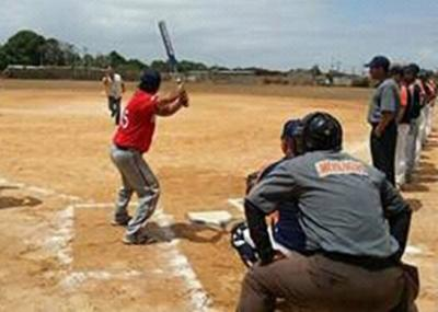 El Softbol AA vibra en Translaca/11 equipos disputan la Copa Simon Lopez