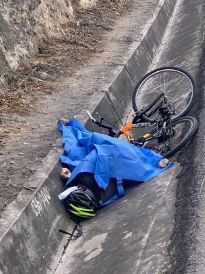 Muere ciclista en Ecuador Segundo Amaya de Atuntaqu. (57años), perdió el control de su bicicleta