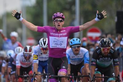 Arnaud Démare gana al sprint su 4ta etapa del Giro de Italia  y está imbatible, Peter Sagan fue segundo