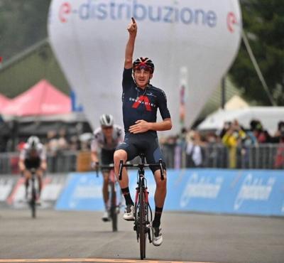 Giro de Italia: Tao Geoghegan Hart gana la etapa 15 y Joao Almeida sigue líder
