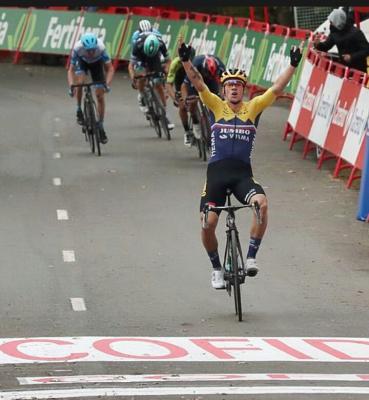 Primoz Roglic gana la primera etapa de la Vuelta a España y se viste de rojo