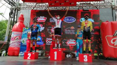 Panameño Christofer Jurado gana la cuarta etapa de la Vuelta a Guatemala y es el nuevo líder
