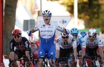 Vuelta a España: Sam Bennett ganó la 9na  etapa pero fue descalificado  y Richard Carapaz sigue lider