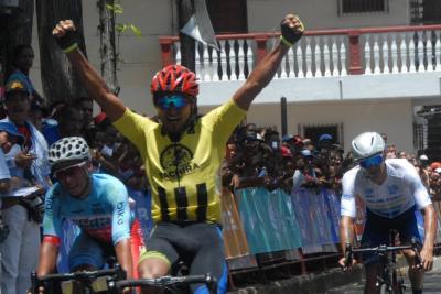 Apureños representados por Confitería El Loro en la 57 edición de la Vuelta Ciclista a Venezuela