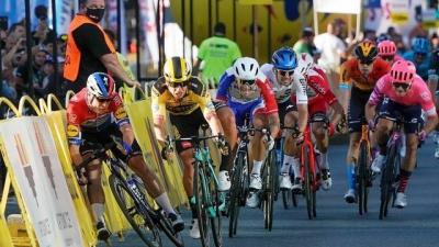 La UCI da 9 meses de sanción para Dylan Groenewegen por causar la caída  a Fabio Jakobsen en el Tour de Polonia