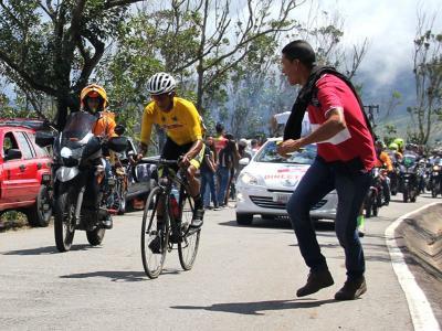 Roniel Campos del se impone en la 5ta etapa de la Vuelta al Táchira 2021 en Pregonero y recupera el liderato