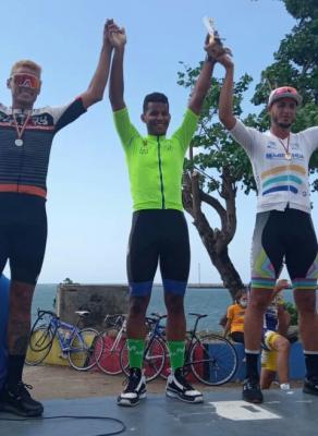 Con todo éxito se corrió clásico Ciclistico en Carupano Edo Sucre/ Cristian Laya ganó en la Cat Elite