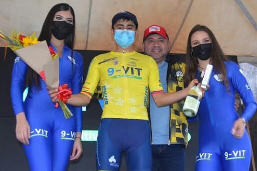 Colombiano Brayan Quintero ganó la crono inaugural de la Vuelta de la Juventud